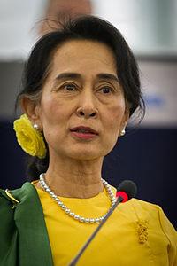 Remise_du_Prix_Sakharov_à_Aung_San_Suu_Kyi_Strasbourg_22_octobre_2013-18