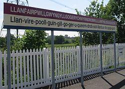 250px-Llanfairpwllgwyngyllgogerychwyrndrobwllllantysiliogogogoch_station_sign_(cropped_version_1)